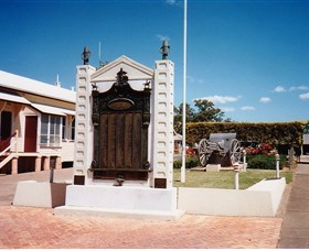 Gayndah War Memorial - Geraldton Accommodation