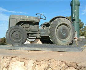 Ferguson Tractor Monument - Geraldton Accommodation