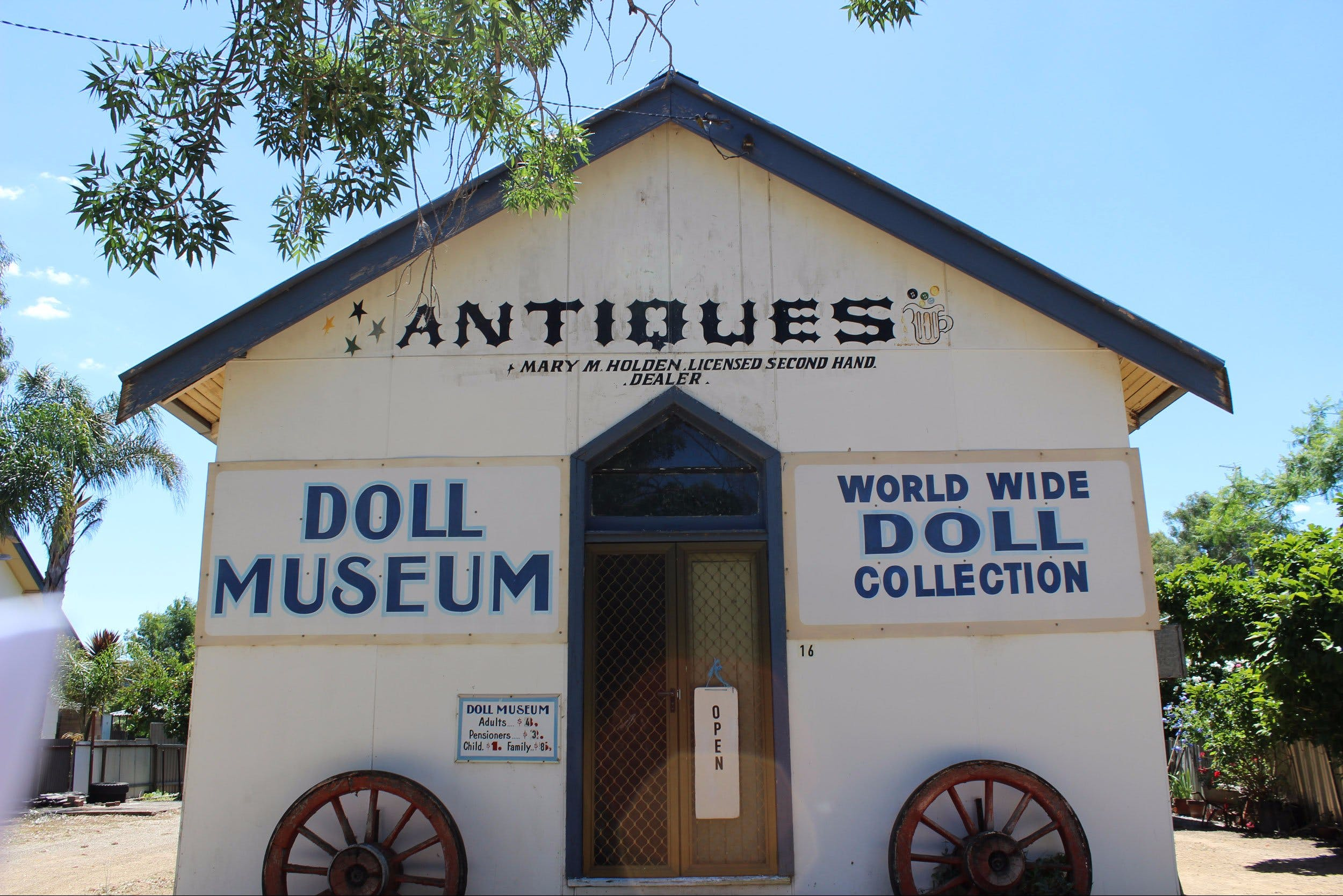 Gerogery Doll Museum - Geraldton Accommodation