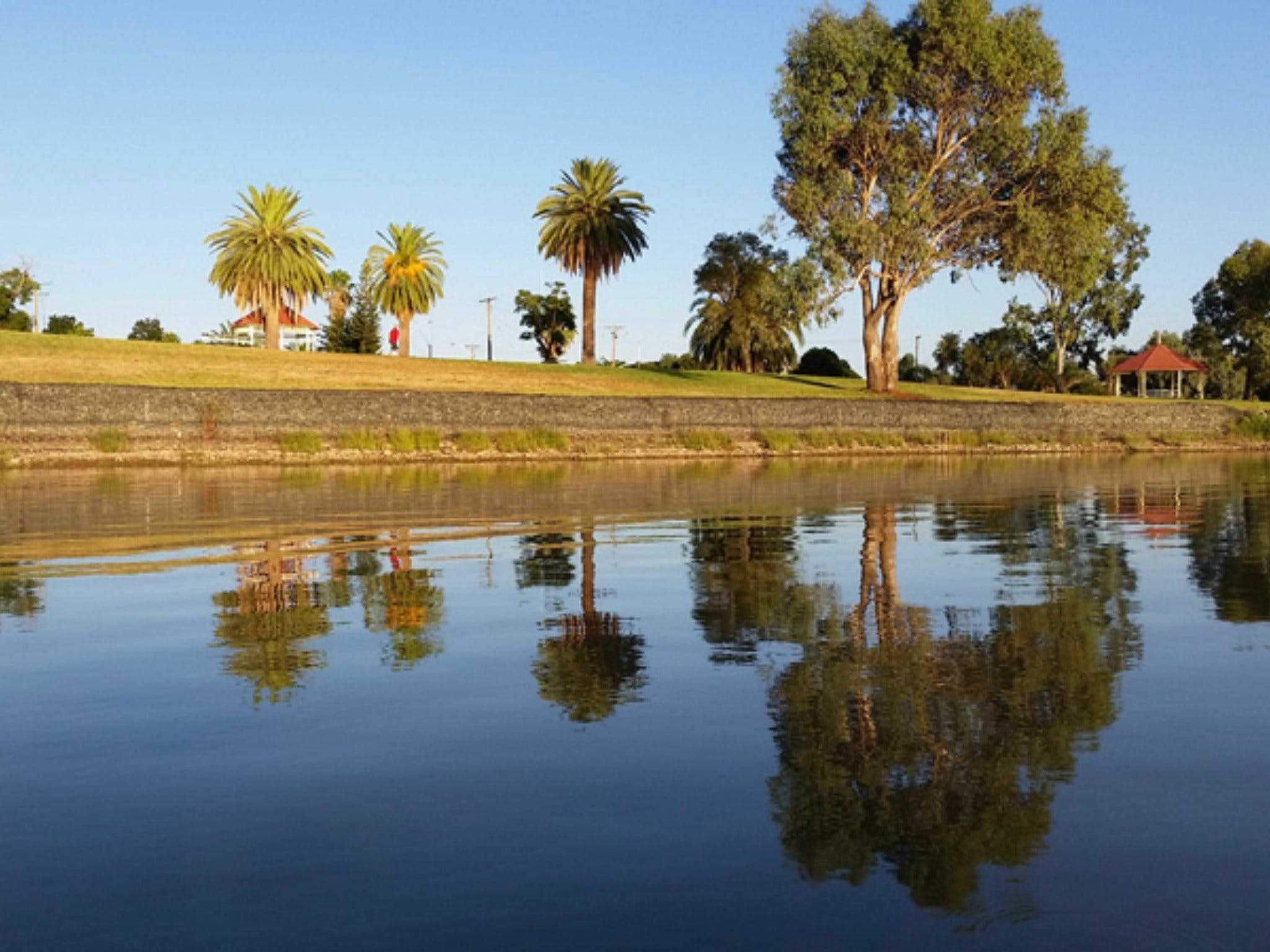 Lake Cargelligo - Geraldton Accommodation
