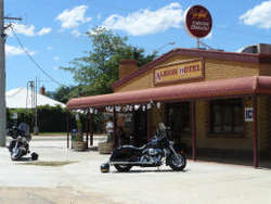 Albion Hotel Swifts Creek - Geraldton Accommodation