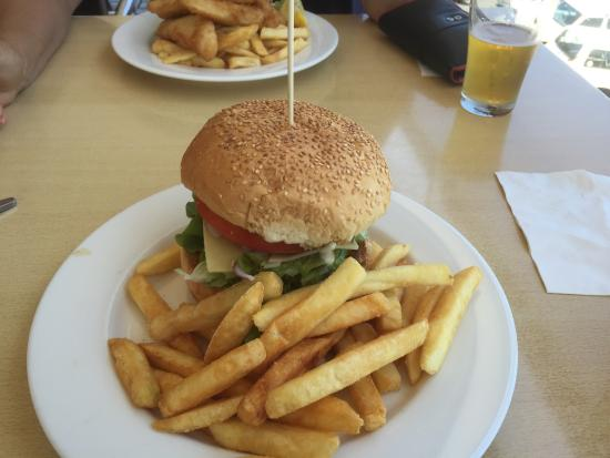 Crown Hotel Motel - Grafton Restaurant - Geraldton Accommodation