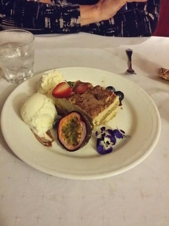 Anna's Restaurant - Geraldton Accommodation