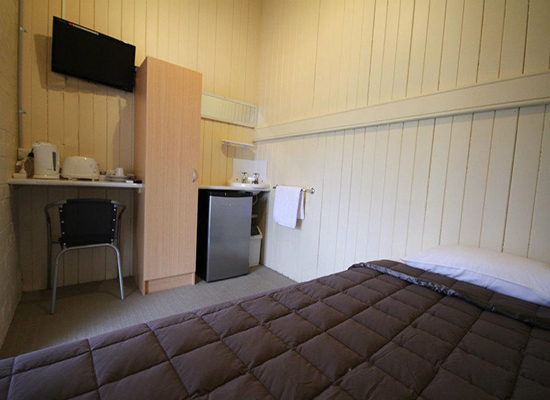 Grand Hotel Mount Morgan - Geraldton Accommodation