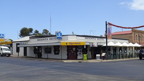 Moonta hotel - Geraldton Accommodation