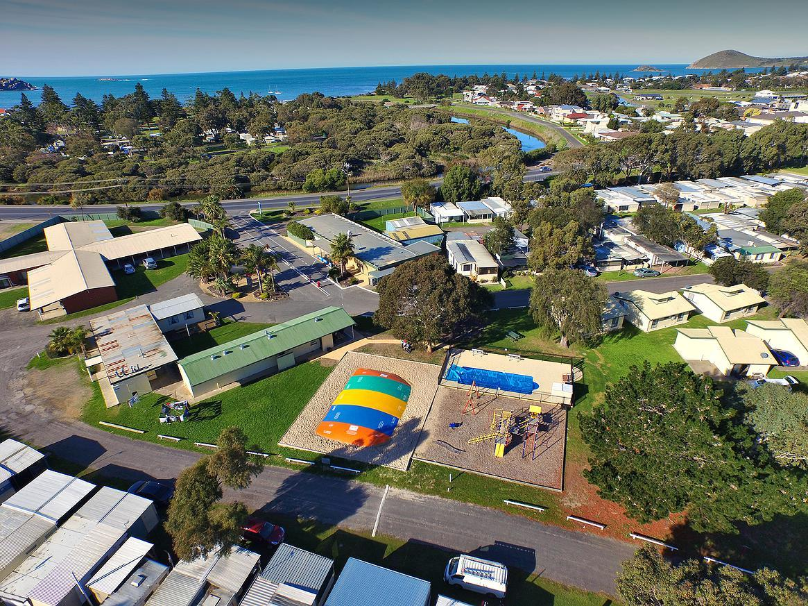 Victor Harbor Holiday  Cabin Park - Geraldton Accommodation