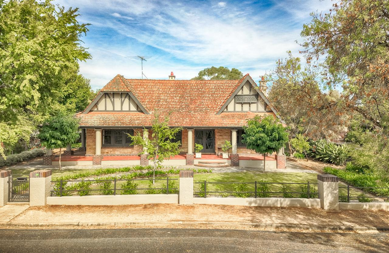 The Tudor House - Geraldton Accommodation