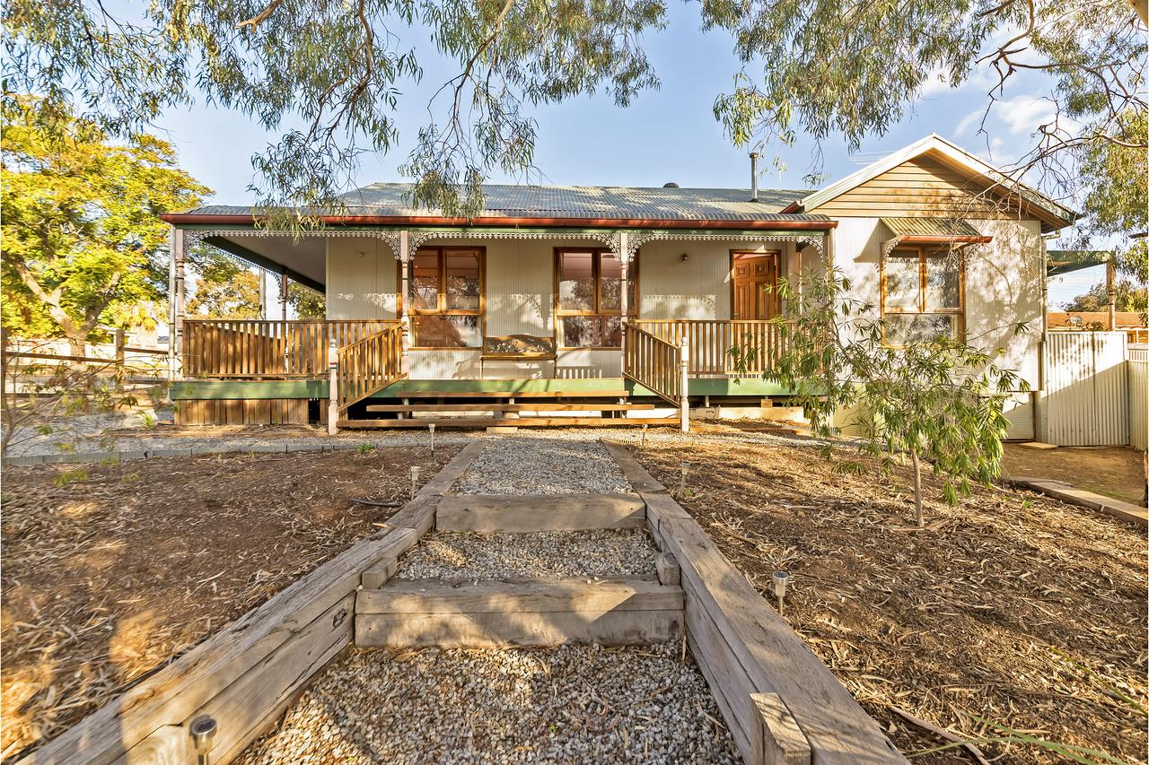 Rustic on 13th - Geraldton Accommodation