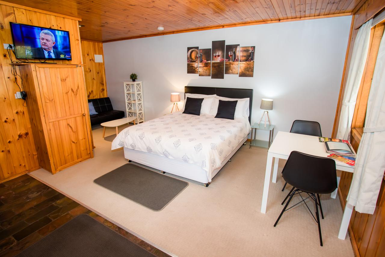 Seppelts View Cabins - Geraldton Accommodation