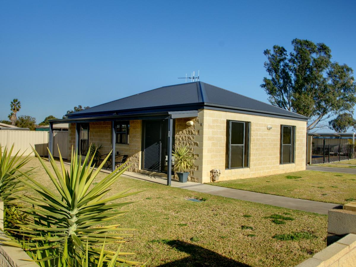 DBJ Holiday Units - Geraldton Accommodation