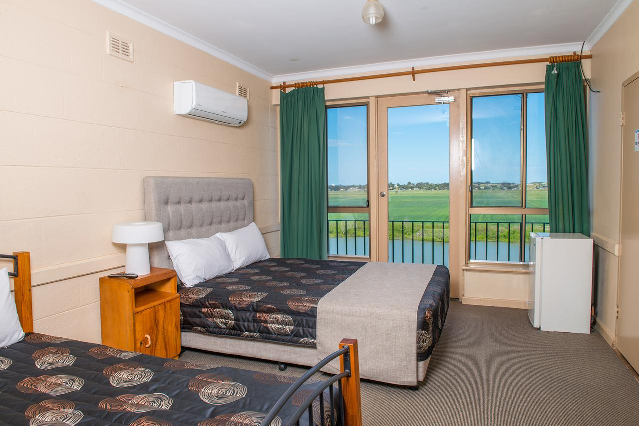Tailem Bend Riverside Hotel - Geraldton Accommodation