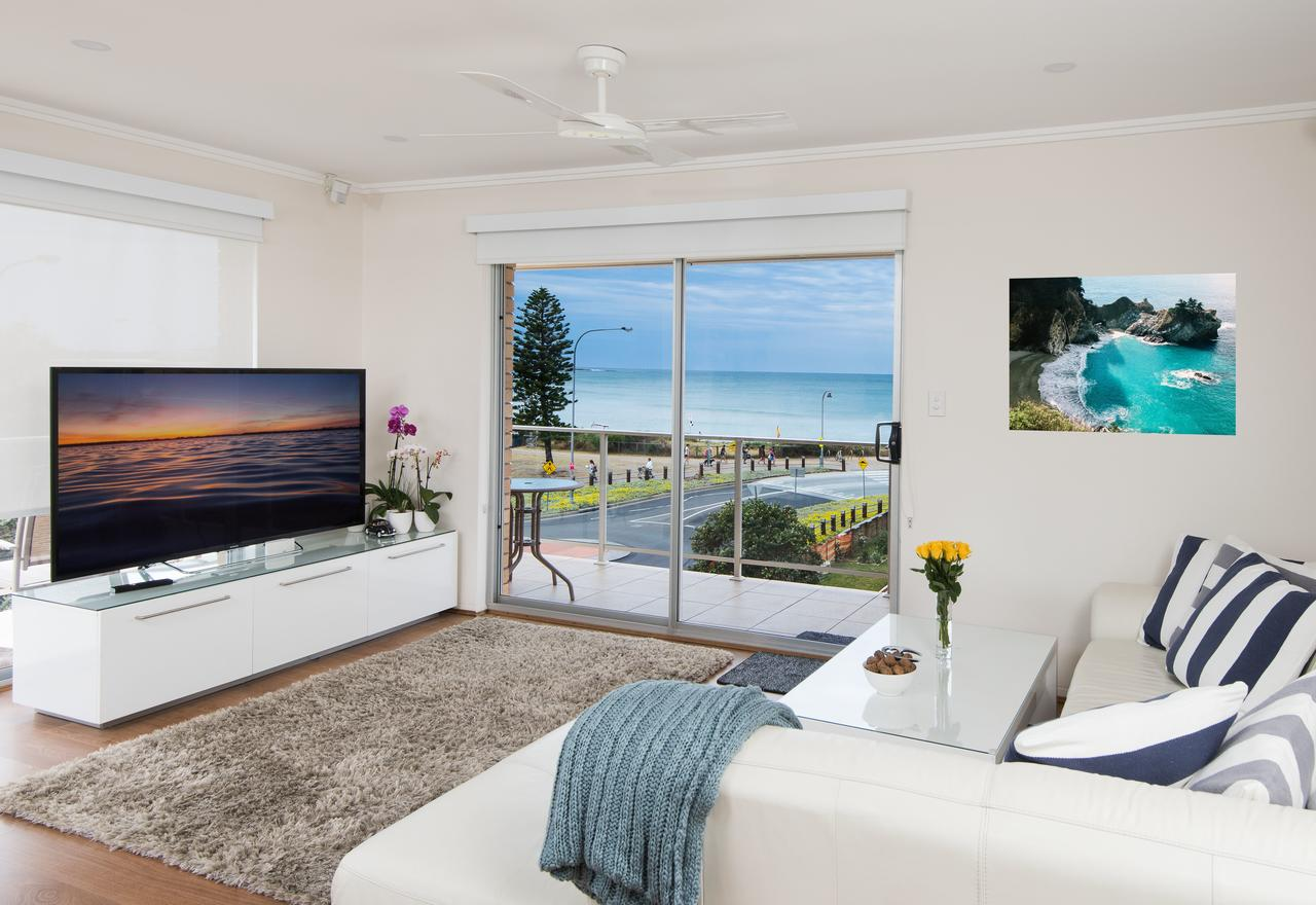 Stylish 3 Bedroom Beachview Apartment - Geraldton Accommodation