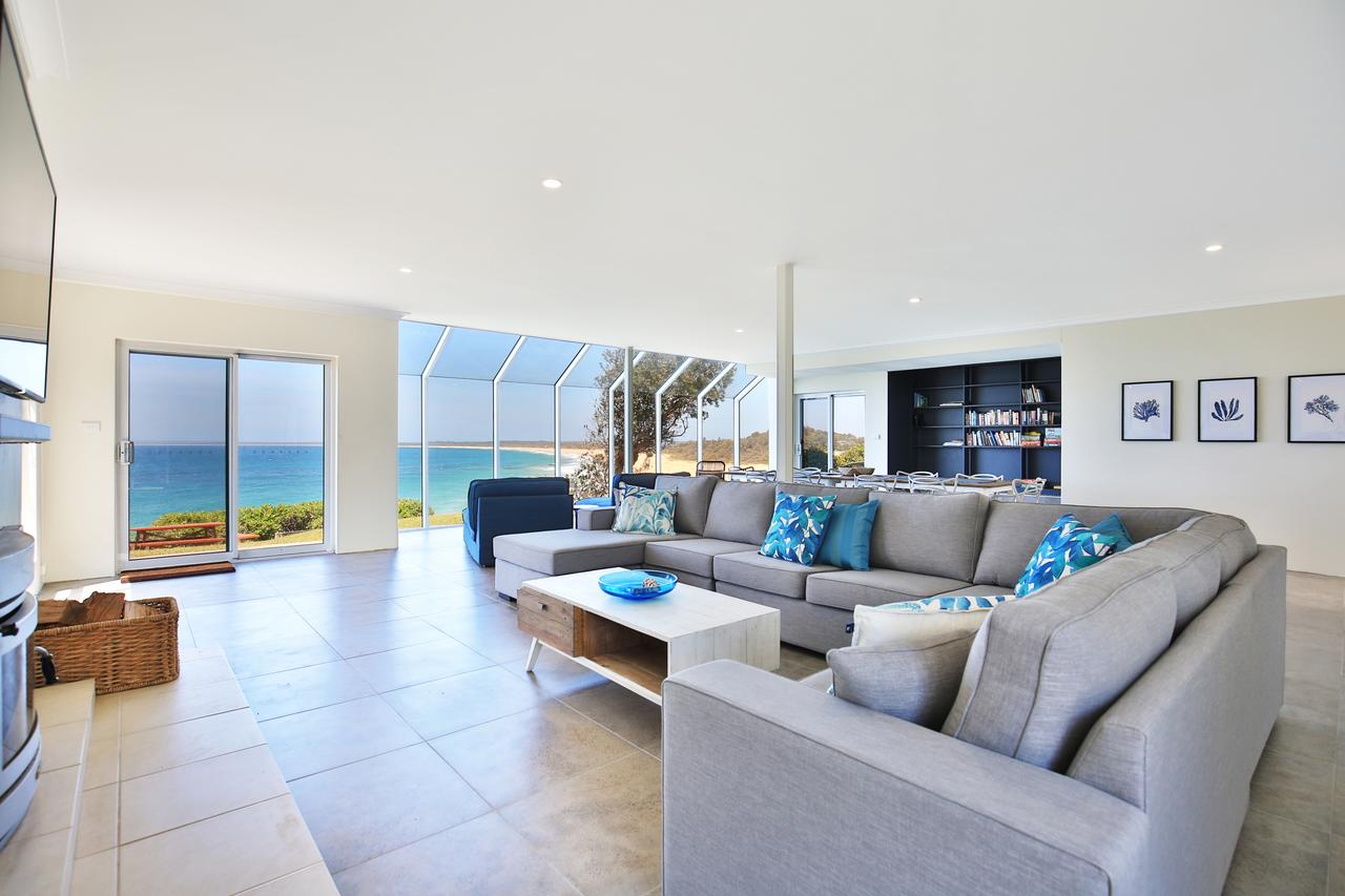 Neptune - Absolute Beachfront - Geraldton Accommodation