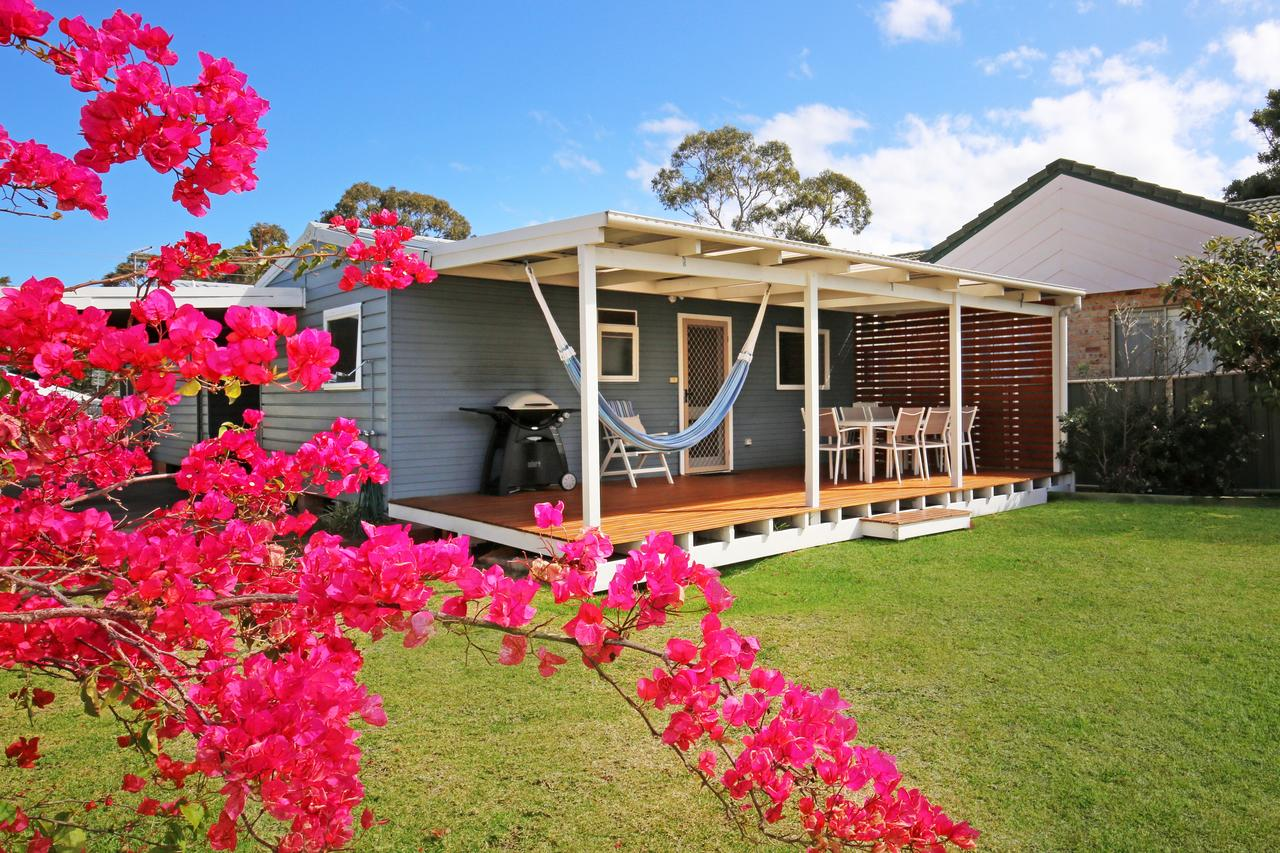 Hayes Beach House - Jervis Bay - Pet Friendly - Geraldton Accommodation