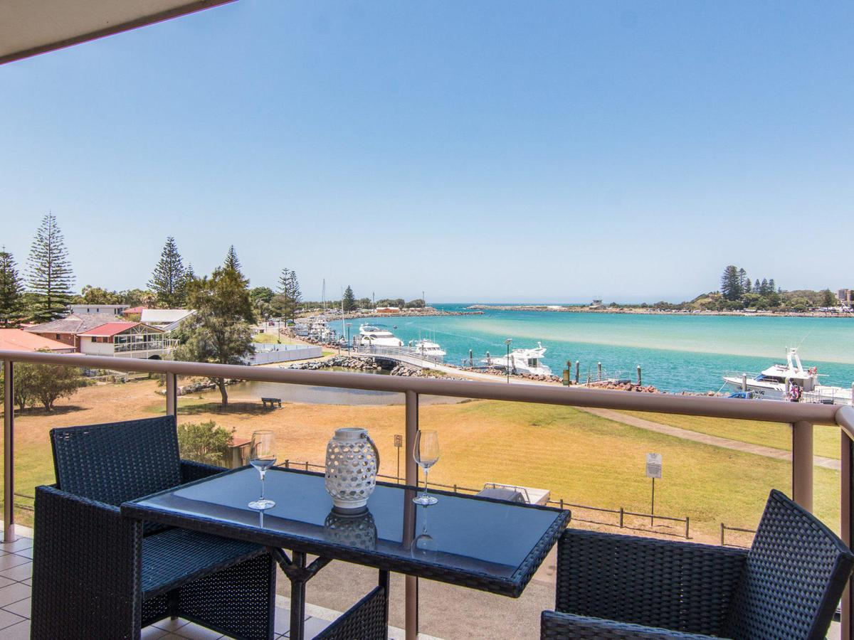 Shoreline 7 with 180 degree water views - Geraldton Accommodation