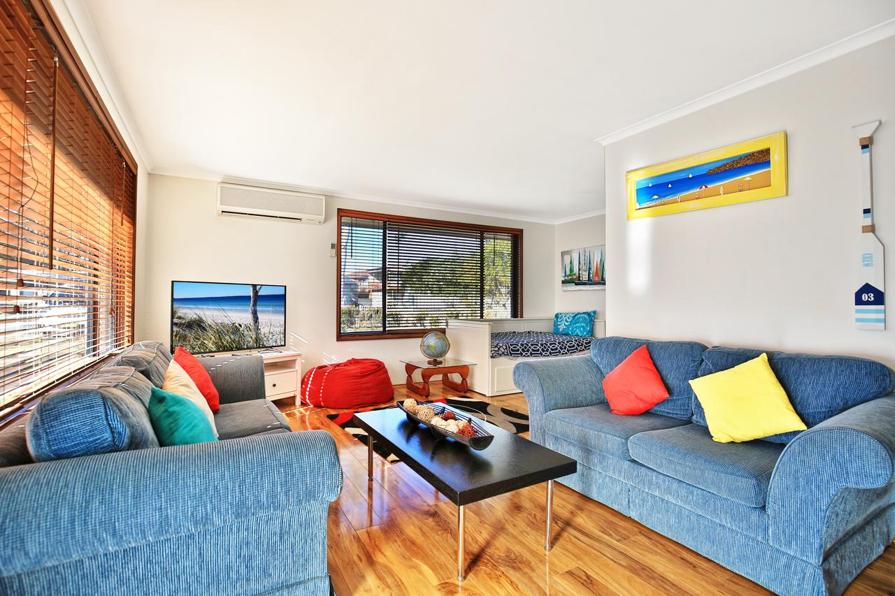 Sandy Toes Beach House Jervis Bay - 2min to Beach - Geraldton Accommodation