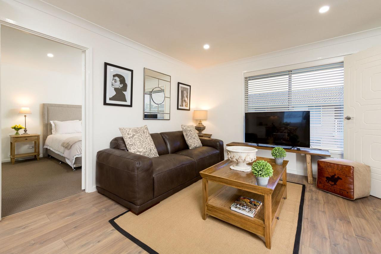Sleeping in Style - Central  Sophisticated - Geraldton Accommodation