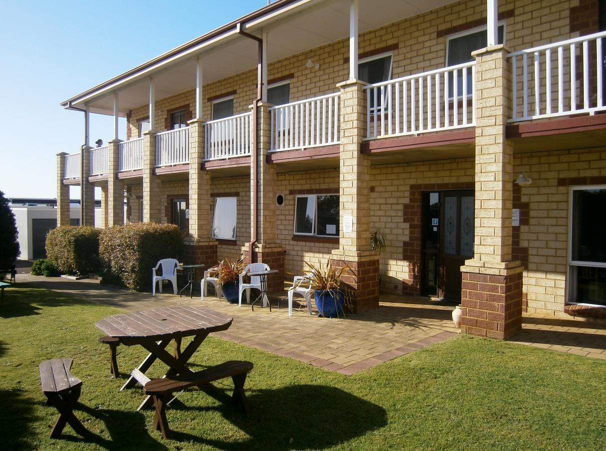 Baywatch Manor Augusta - Geraldton Accommodation