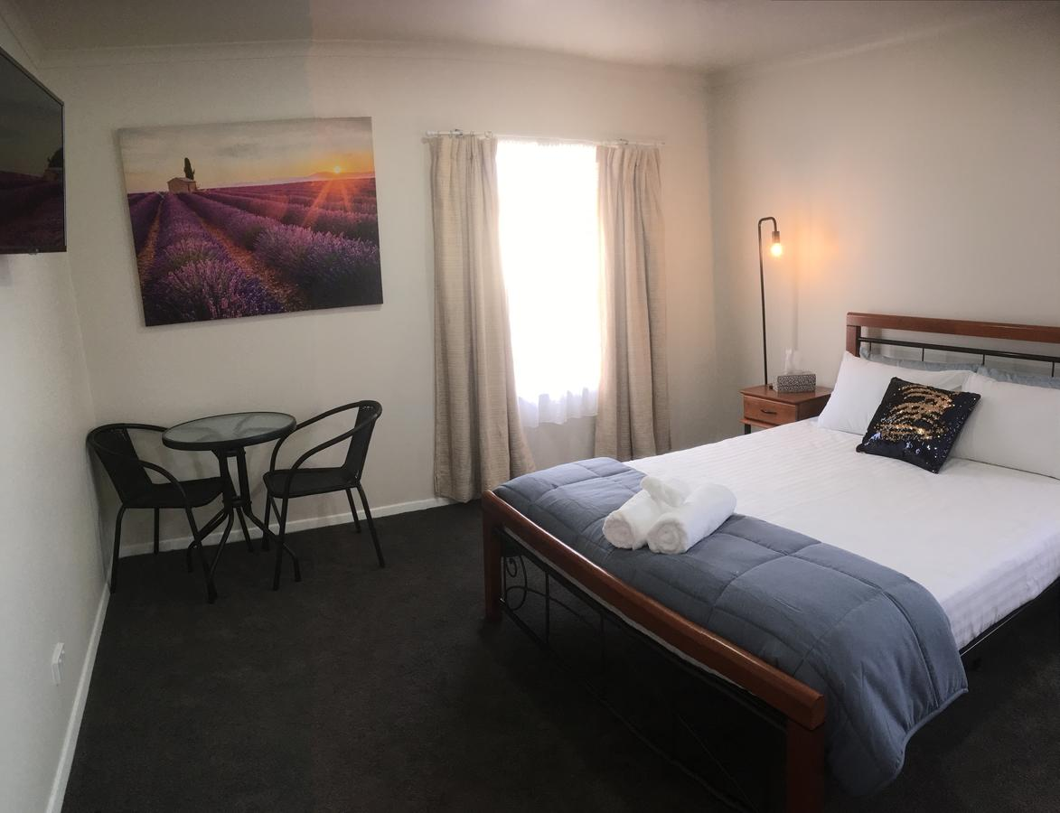 3ree- Spacious  Charming Apartment - Geraldton Accommodation