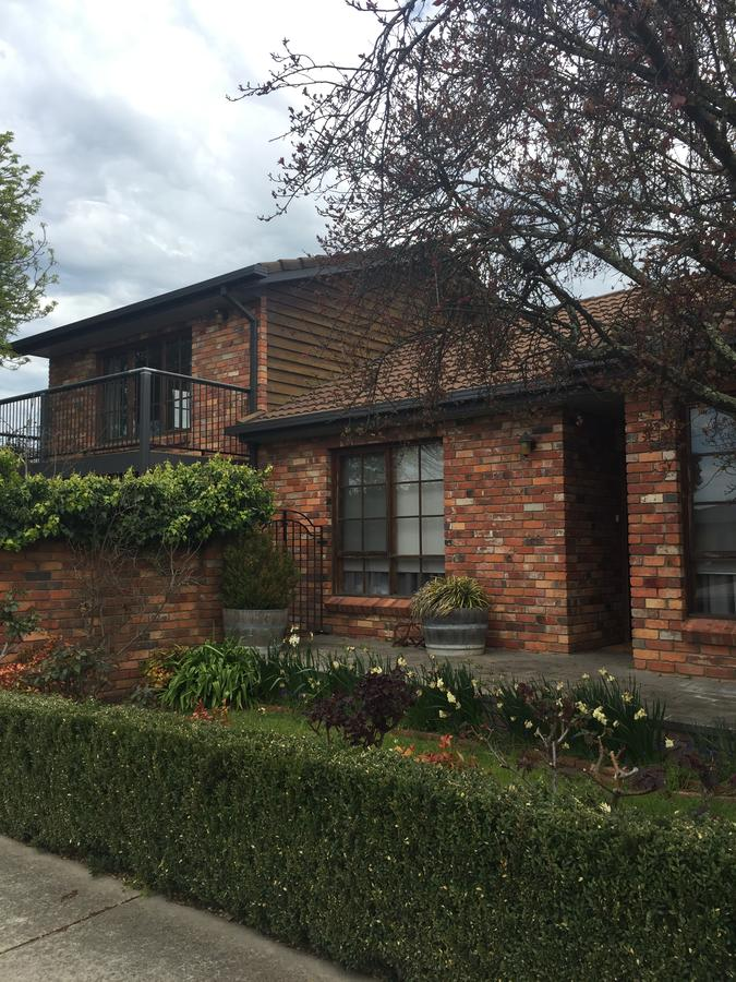 Bricks and Roses - Geraldton Accommodation