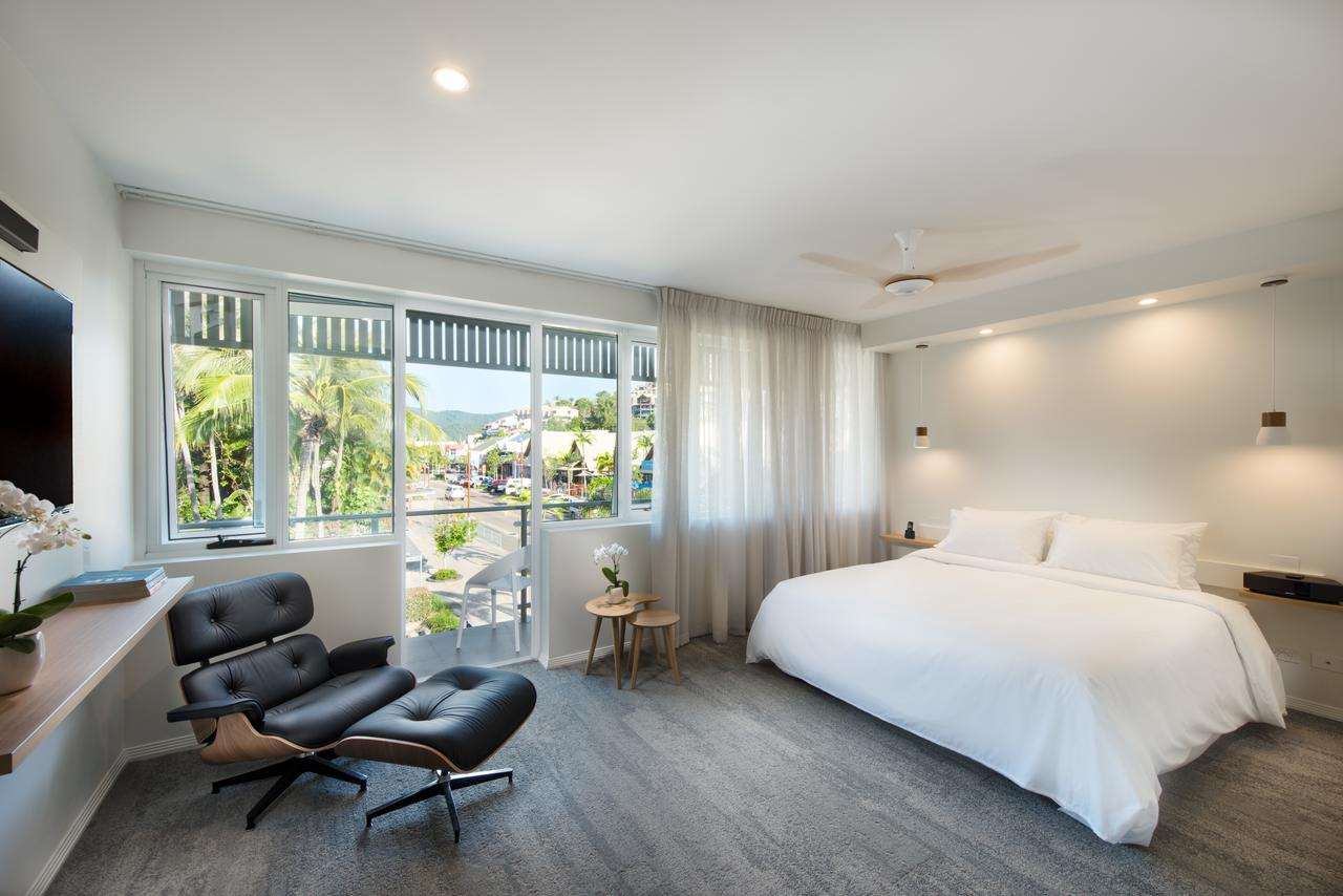 Heart Hotel and Gallery Whitsundays - Geraldton Accommodation