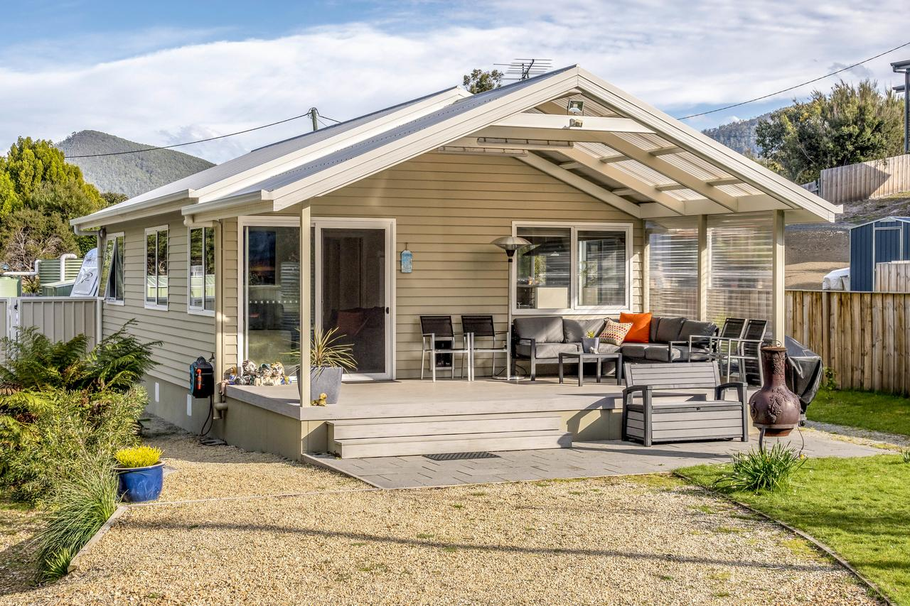 Adventure Bay Holiday Home - Geraldton Accommodation